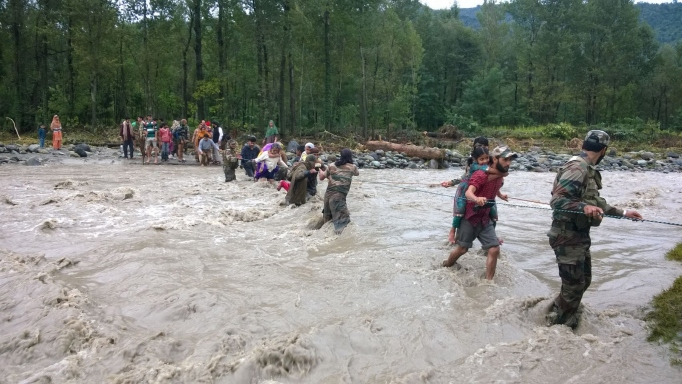 Jammu-Kashmir-floods-Rajnath-Singh-makes-fresh-look-2